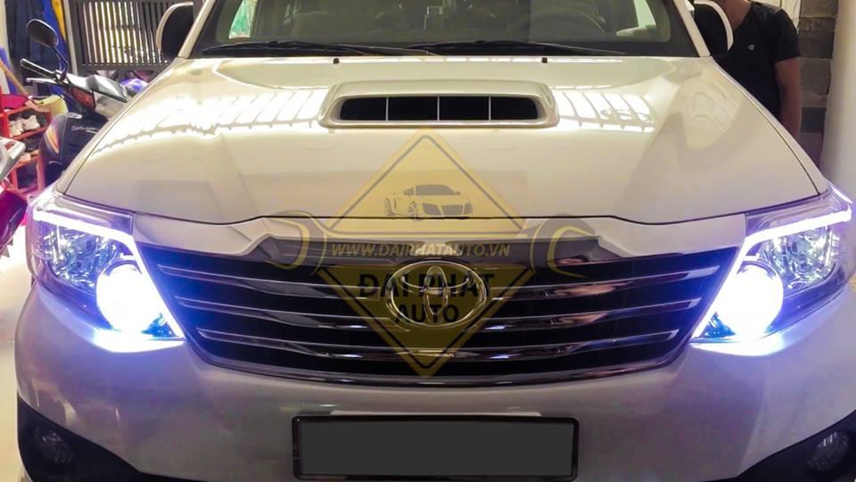 Mẫu độ đèn xe Toyota Fortuner siêu đẹp