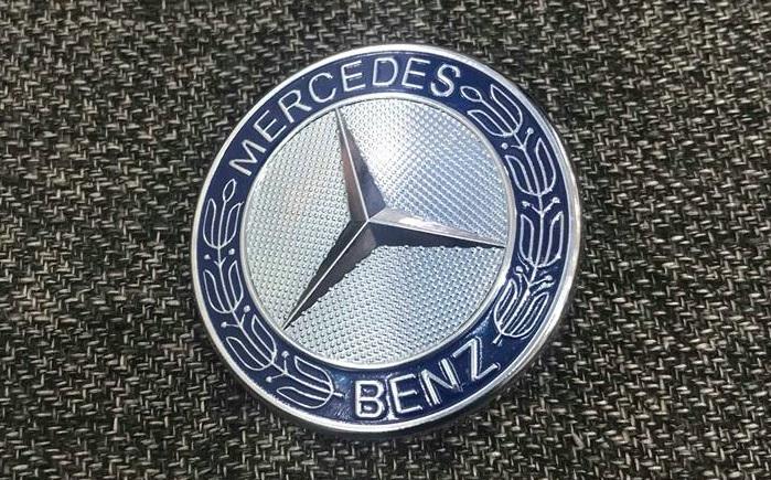 002 Logo nắp capo đầu xe Mercedes