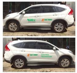 Dán decal thiết kế quảng cáo trên xe ô...